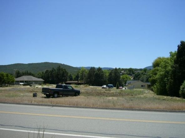 931 Oberlin Rd., Yreka, CA 96097 Photo 2