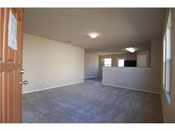 206 Wells Bnd, Hutto, TX 78634 Photo 4
