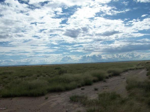 7400 E. Stardust Rd., Sun Valley, AZ 86029 Photo 3