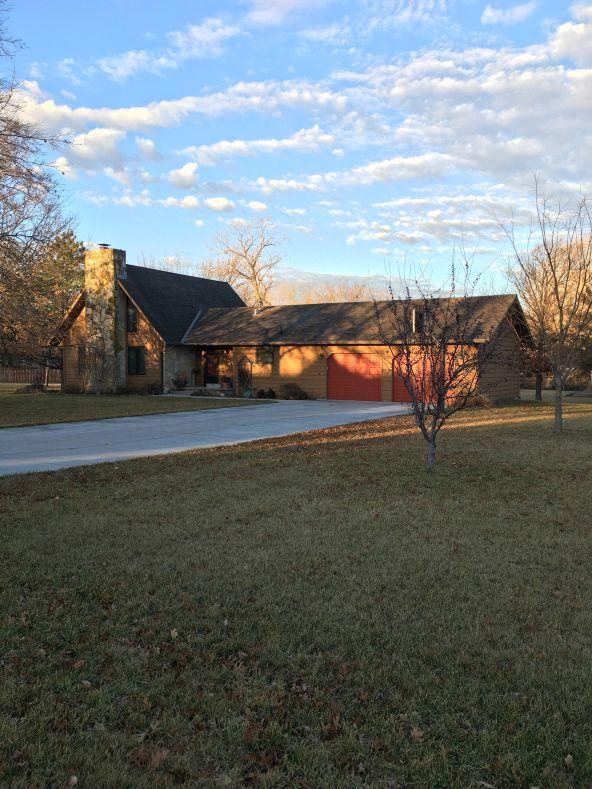 811 Lazy Creek Drive, Newton, KS 67114 Photo 1