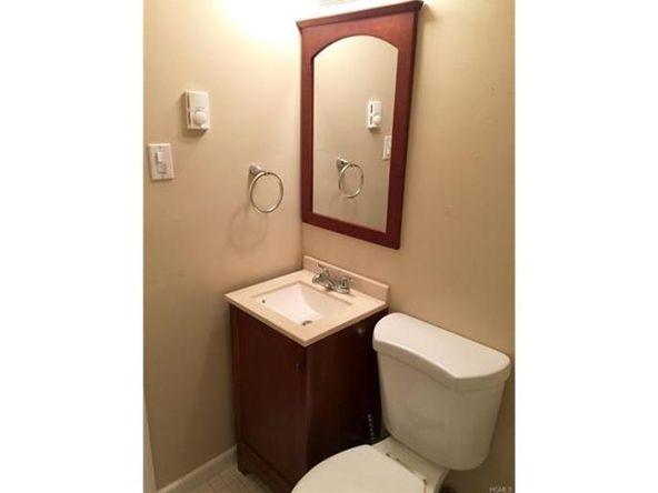 10 Oakwood Terrace, Unit #20, New Windsor, NY 12553 Photo 4